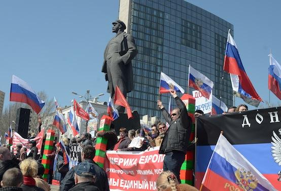 Donetsk-uprising-protest-Lenin